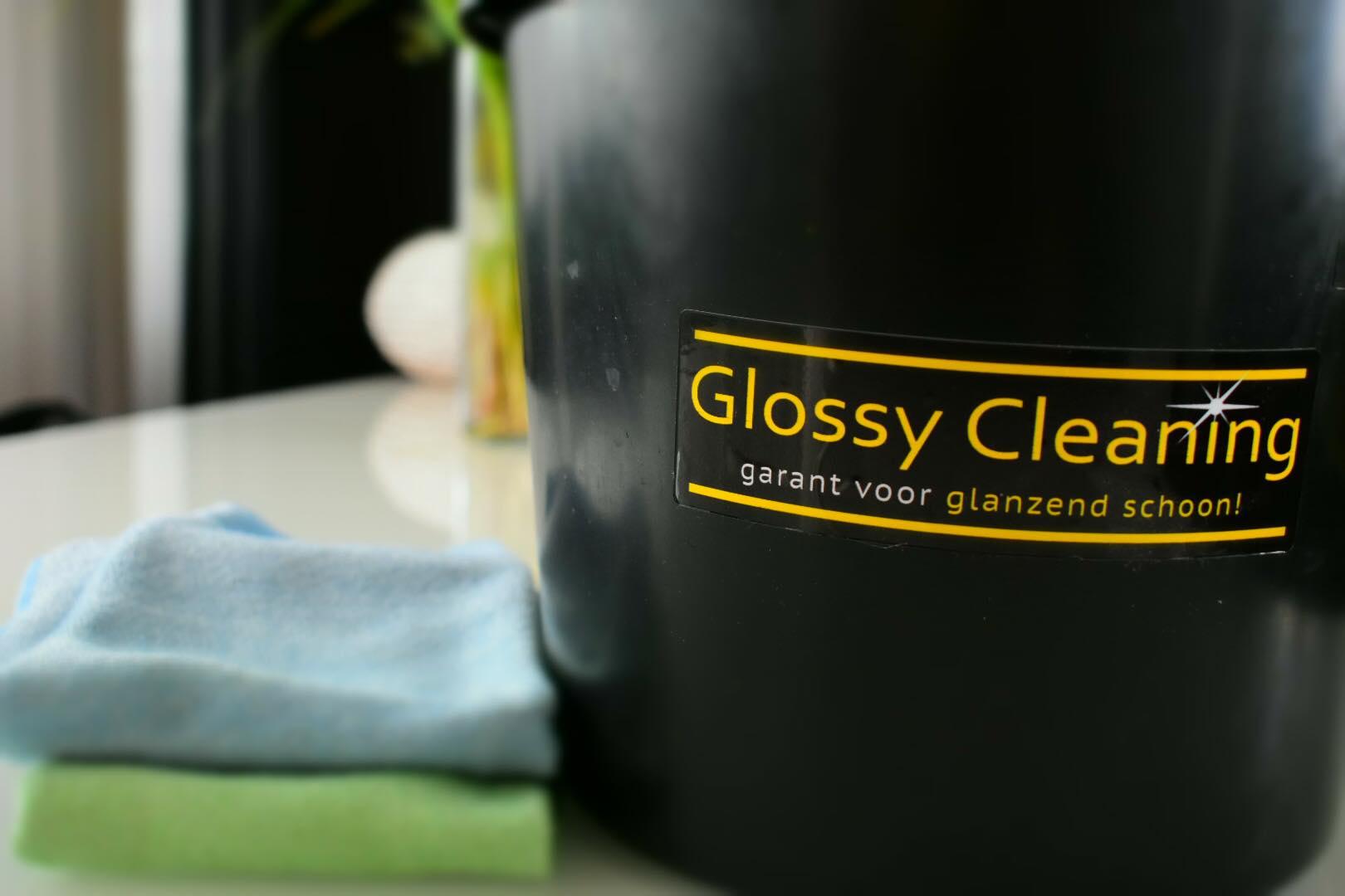 Schoonmaakbedrijf in Nijmegen Glossy Cleaning. Glazenwasser, interieurverzorging, tapijtreiniging.